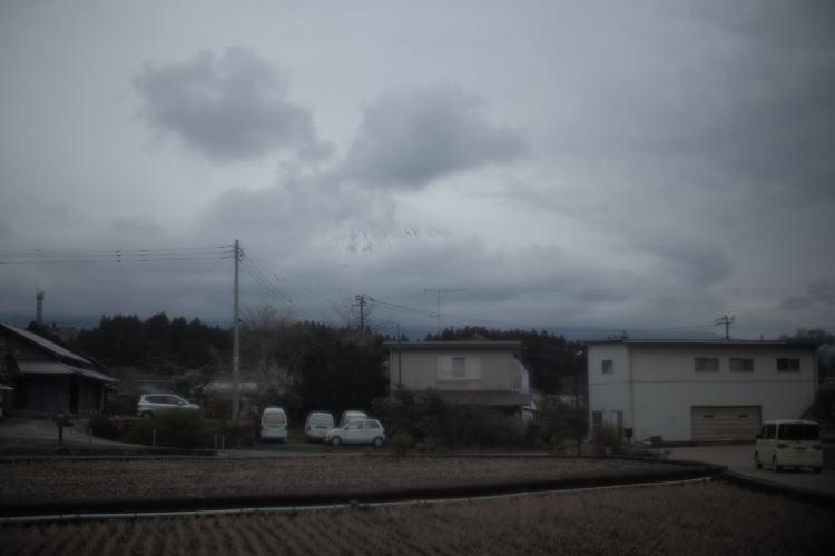 Part of Mount Fuji is seen between the clouds (雲間から見える富士山)