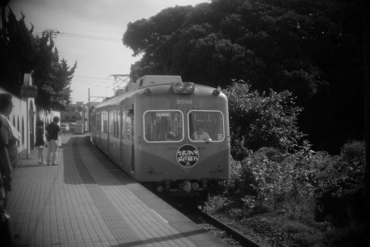 Choshi Dentetsu(犬吠の駅に入る銚子電鉄の客車)