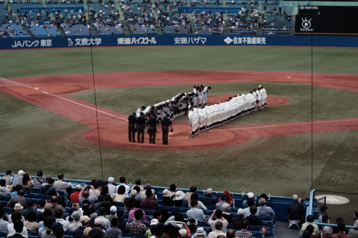 a game between Waseda and Rikkyo in the Tokyo Big6 University Baseball Championship.