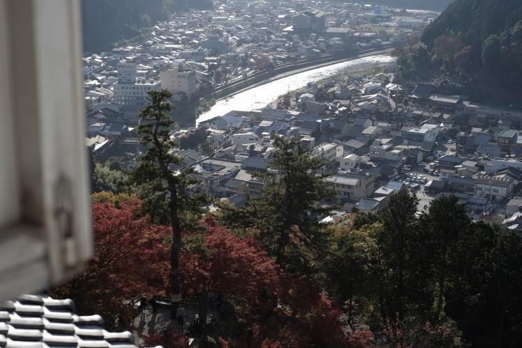 Overlooking Gujo Hachiman Town (郡上八幡城からの眺め)