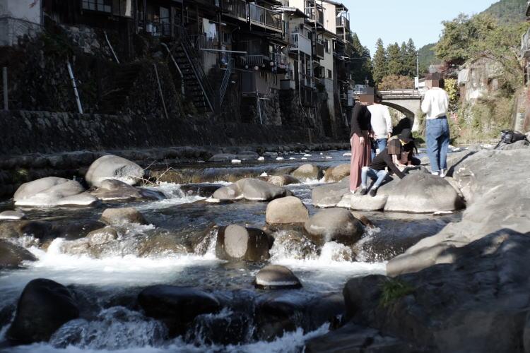 The Kodara River in Gujo Hachiman (郡上八幡の小駄良川)