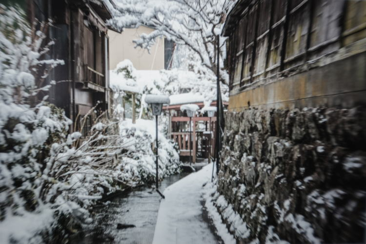 Water canal covered with snow in Gujo Hachiman (郡上八幡観光協会)