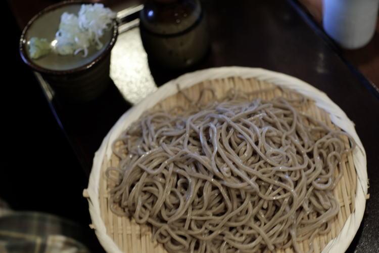 soba, or Japanese buckwheat noodle (郡上八幡の蕎麦)