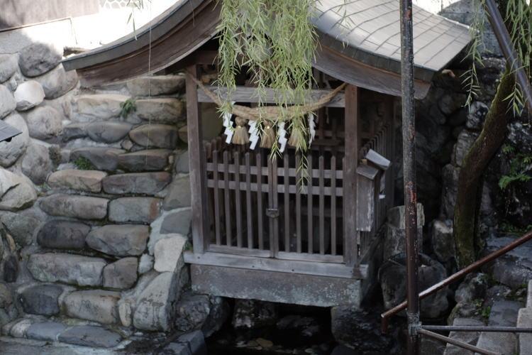 Sogi-sui spring in Gujo Hachiman (宗祇水)