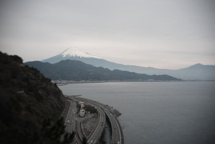 Mt. Fuji and Suruga Bay in January. A view from Satta Pass (さった峠からの冬の富士山)