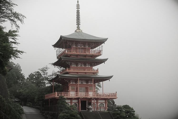 Three-story Pagoda at Seiganto-ji Temple (青岸渡寺の三重塔)