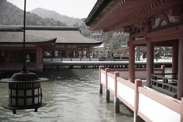 Itsukushima Shrine on Miyajima Island(宮島の厳島神社)