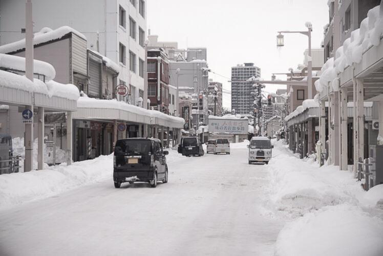 Niitsuya-koji Street in the snow, Niigata.(雪の新津屋小路、新潟)