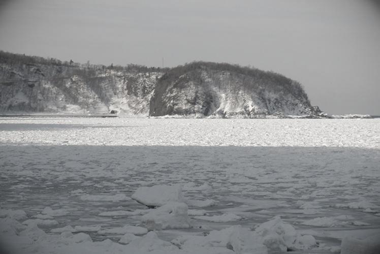 Ice floes off the coast of Shiretoko (知床の流氷)