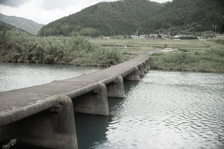 Ittohyo Chinka-bashi over the Shimanto (四万十川の一斗俵沈下橋)