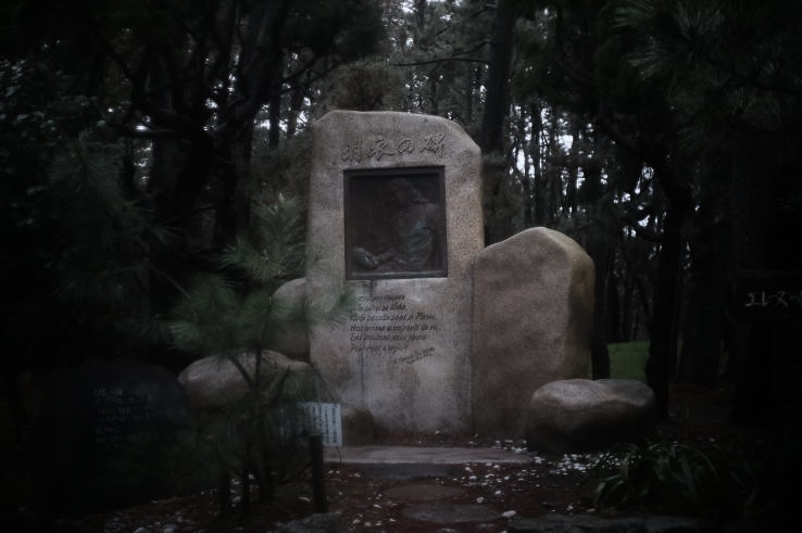 The monument of  Helene Giuglaris on the Miho beach (Photo taken with a  Xenon 25mm f1.4 lens).