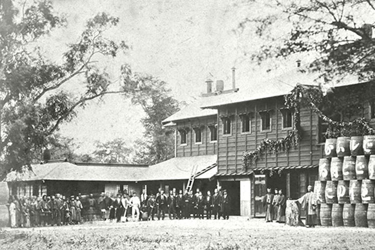 The opening ceremony of Sapporo Brewery in 1876 (最初の札幌麦酒製造所)